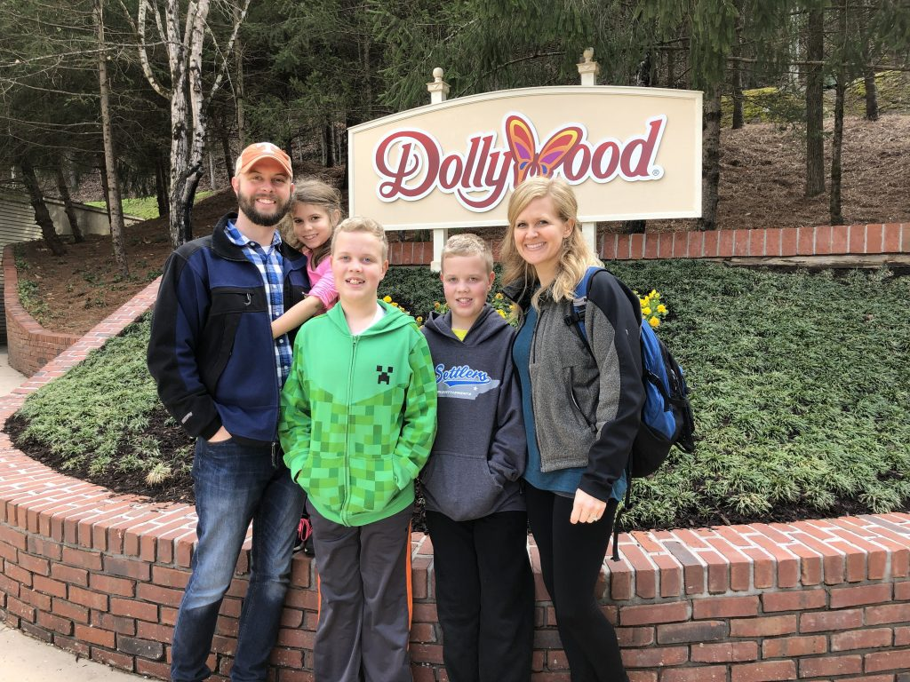 dollywood Festival of Nations family pic