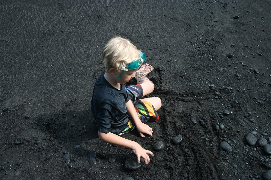 so much fun to play at a black sand beach things to do in maui hawaii