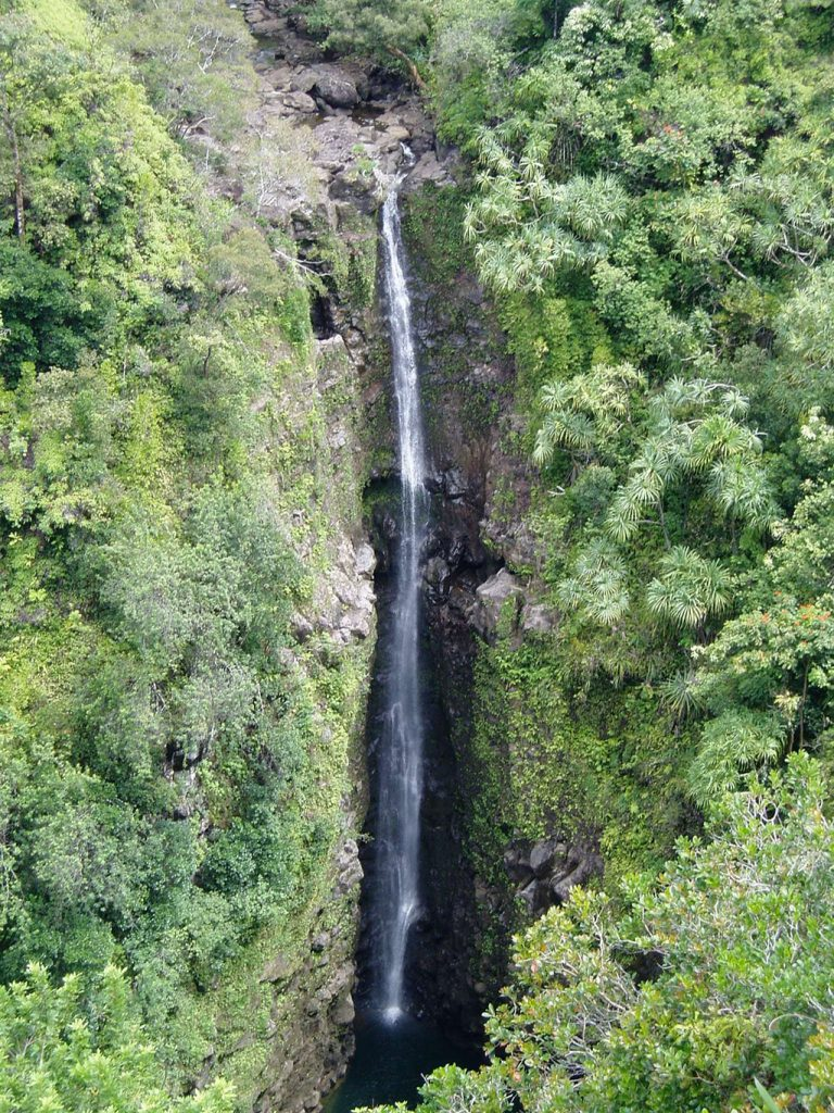 looking for waterfalls things to do in maui hawaii