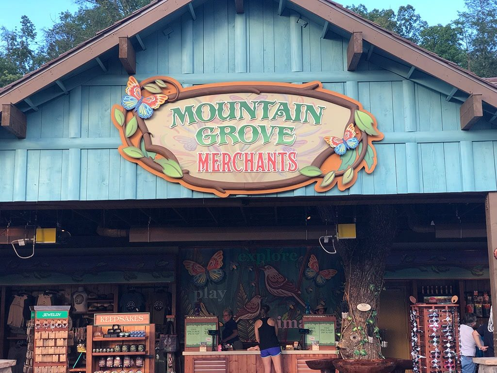 Mountain Grove Merchants at Dollywood Wildwood Grove