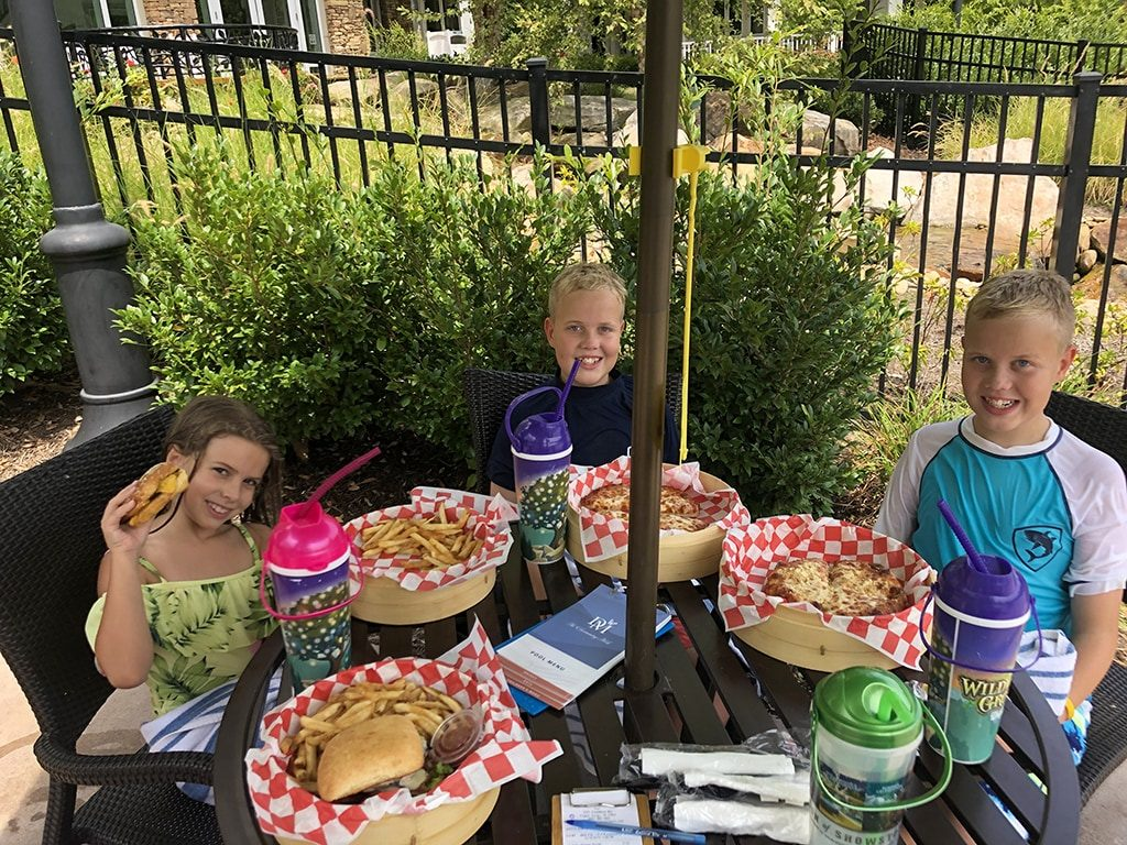 Dollywood's DreamMore Resort Poolside Dining