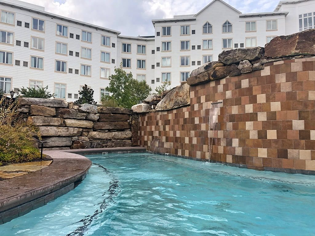 Dollywood's DreamMore Resort Hot Tub