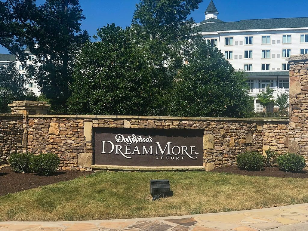 DreamMore Resort Sign