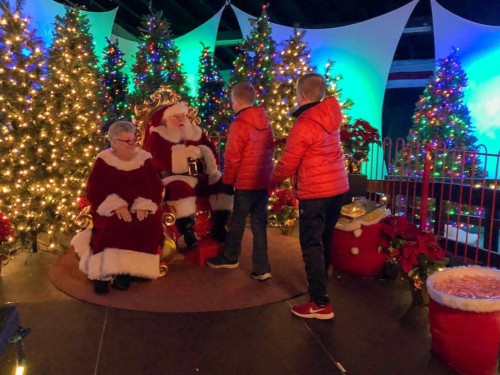 Dollywood Christmas Santa
