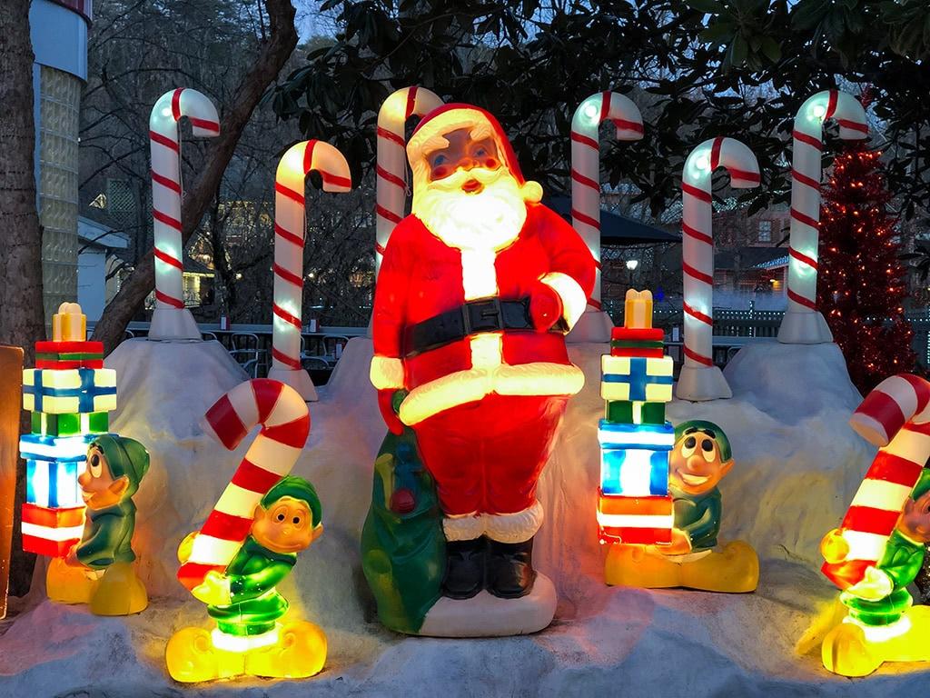 Dollywood Christmas Vintage Santa