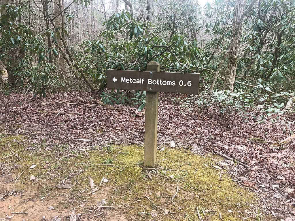 Sign back to Metcalf Bottoms